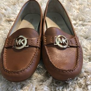 Michael Kors molly loaders sz 9 with box
